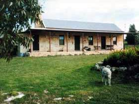 Mt Dutton Bay Woolshed Heritage Cottage - Accommodation Mount Tamborine
