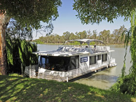 Moving Waters Self Contained Moored Houseboat - Accommodation Mount Tamborine