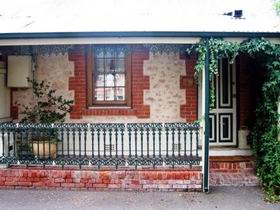The Lion Cottage - Accommodation Mount Tamborine