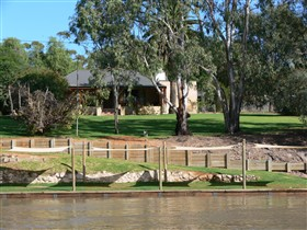 Roonka Riverfront Cottages - Accommodation Mount Tamborine