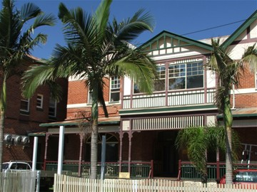 Maclean Hotel - Accommodation Mount Tamborine
