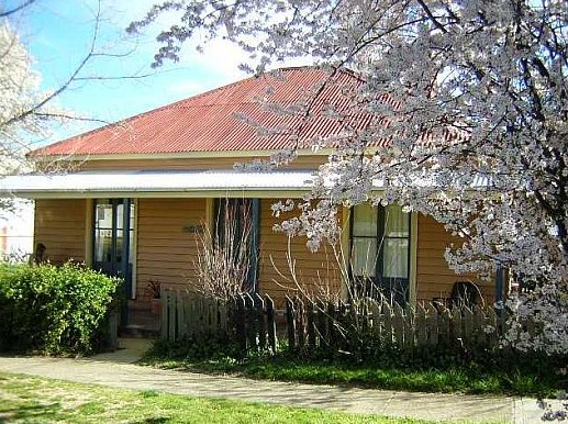 Cooma Cottage - Accommodation - Accommodation Mount Tamborine