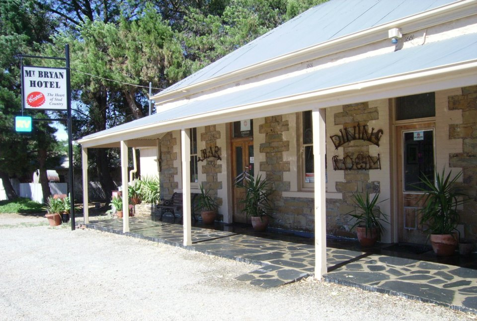 Mount Bryan Hotel - Accommodation Mount Tamborine