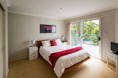 The Lake Limo - Accommodation Mount Tamborine