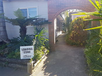 Bentley Waterfront Motel amp Cottages - Accommodation Mount Tamborine