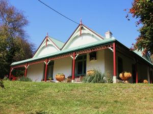 Ravenscroft and The Cottage - Accommodation Mount Tamborine