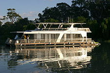 Whitewater Houseboat - Accommodation Mount Tamborine