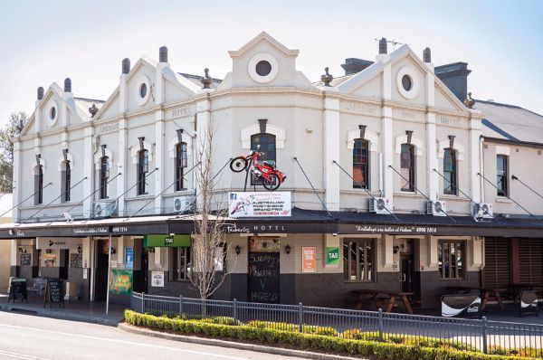 Pedens Hotel - Accommodation Mount Tamborine