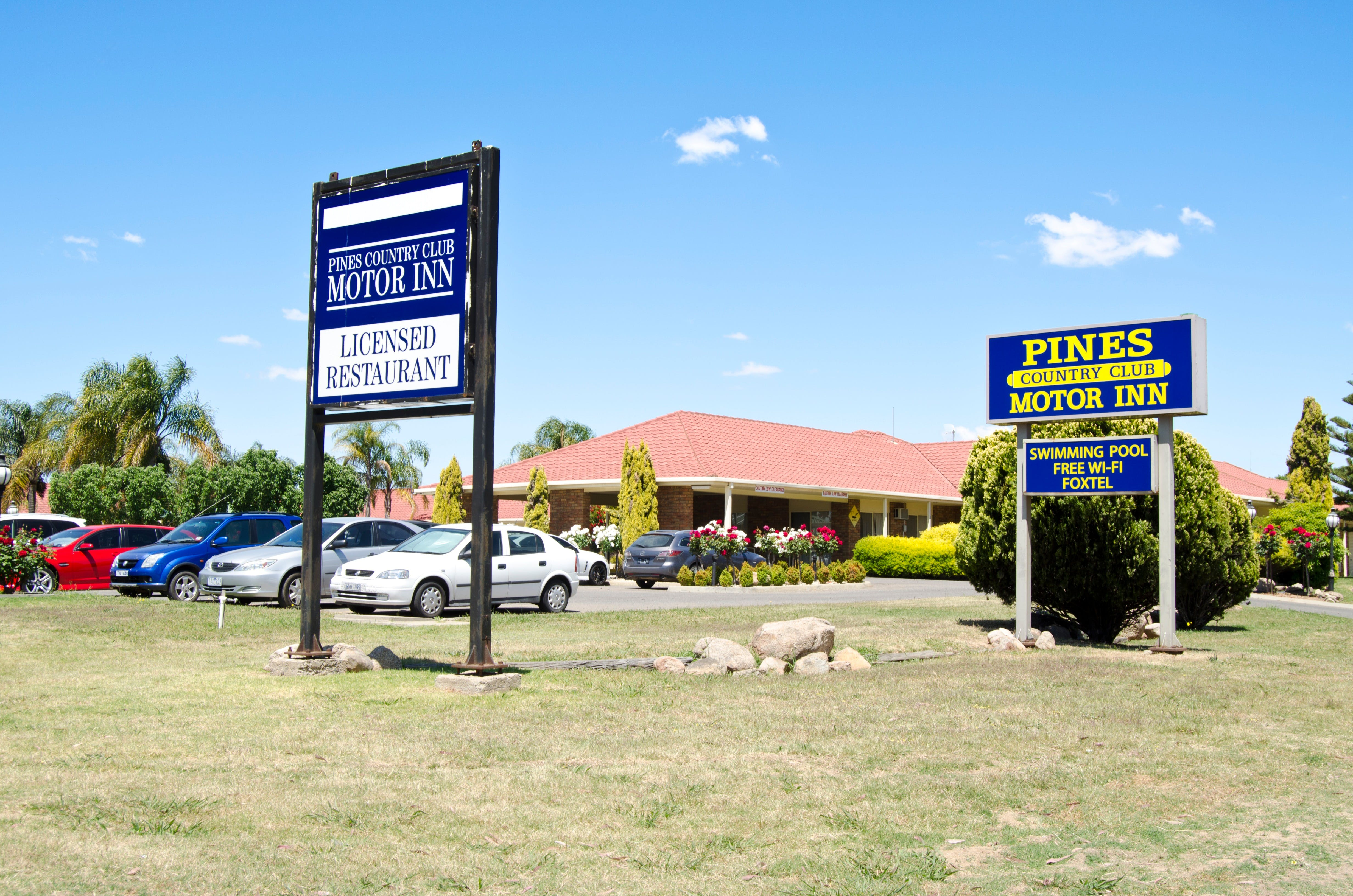 Pines Country Club Motor Inn - Accommodation Mount Tamborine