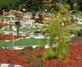 18 Hole Mini Golf - Club Husky - Accommodation Mount Tamborine