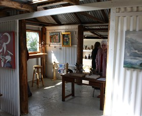 Tin Shed Gallery - Accommodation Mount Tamborine