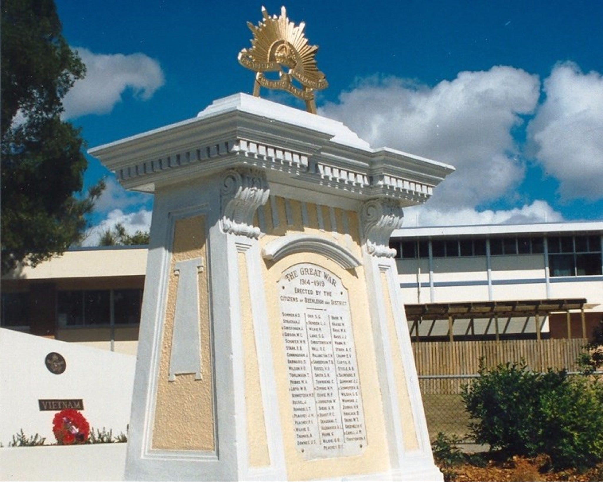 Beenleigh War Memorial - Accommodation Mount Tamborine