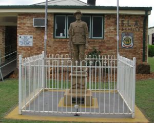 Soldier Statue Memorial Chinchilla - Accommodation Mount Tamborine