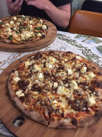Earth Oven Wood Fired Pizza - Accommodation Mount Tamborine