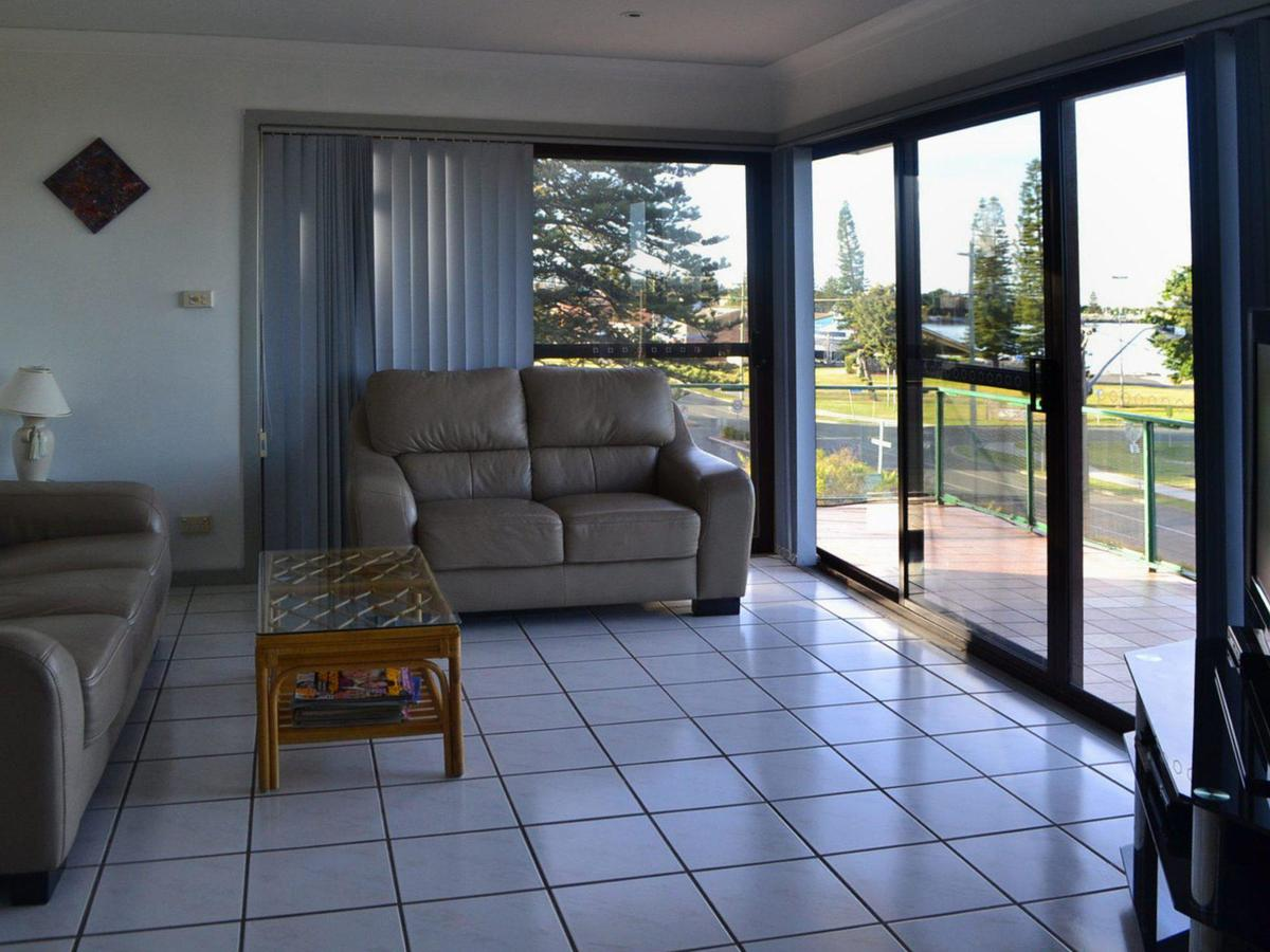 Oxley 8 at Tuncurry - Accommodation Mount Tamborine