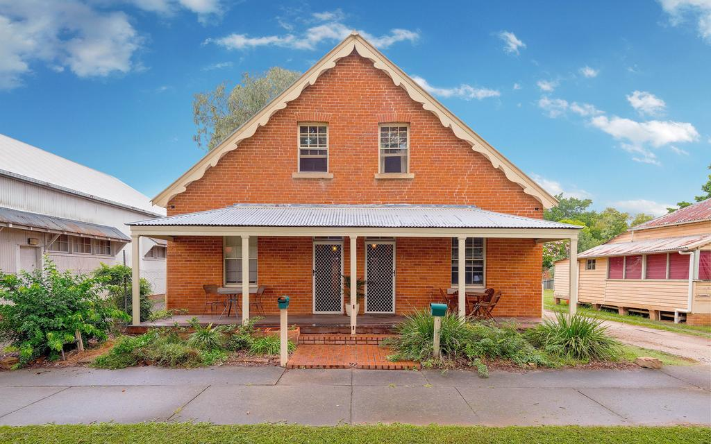 Eliza 1875 Red Brick Duplex Townhouse - Accommodation Mount Tamborine