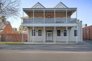 Albury Suites - Waterstreet - Accommodation Mount Tamborine